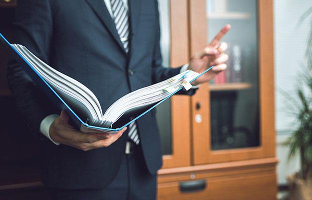 【弁護士に聞く】刑事事件の裁判の流れとは?