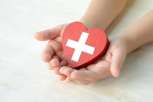 事故によるむちうち治療費に使える保険